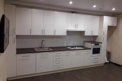 Белая кухня с крашенными фасадами из МДФ