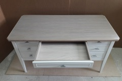 Письменный стол со столешницей из массива