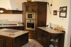 Островная кухня из массива