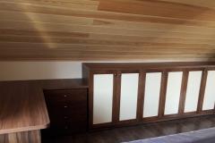 Мебельная стенка со столом в мансарду