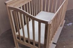 Детская резная кроватка из массива ясеня