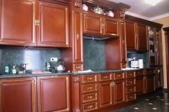 Кухня из массива с каменной столешницей