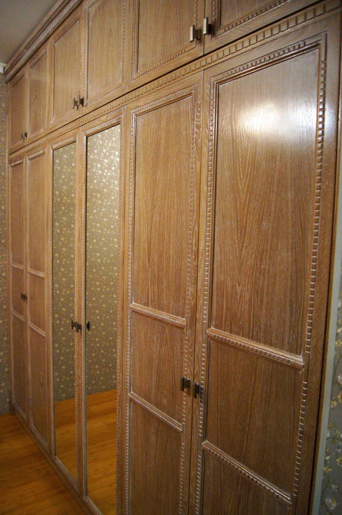 Шкаф из массива дуба в спальню