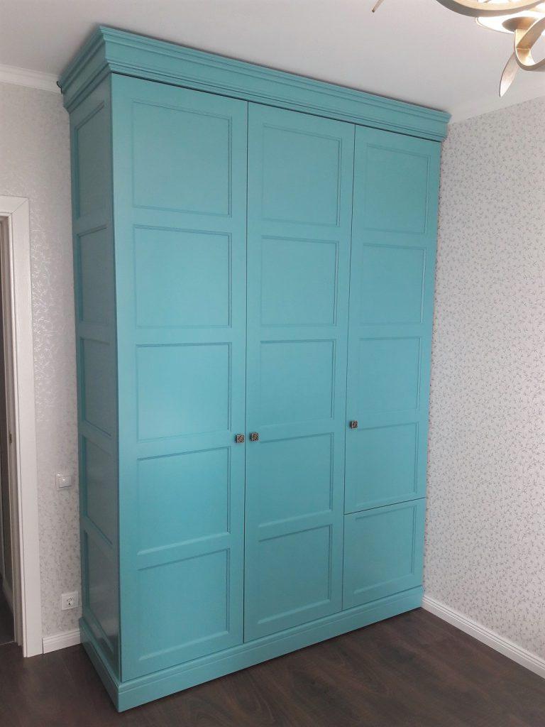 Бирюзовый шкаф для спальни